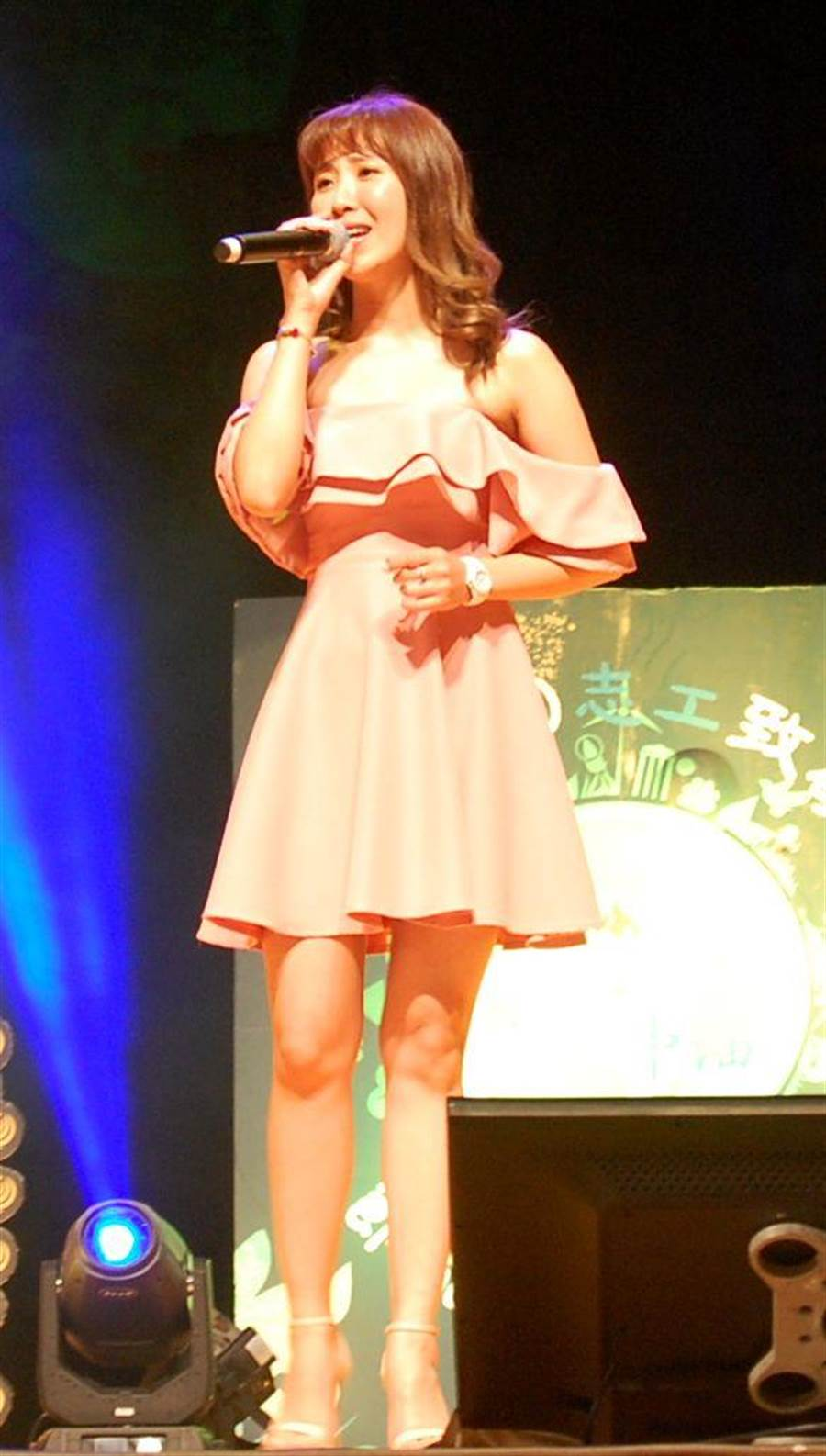 蘇宥蓉高歌《愛你一萬年》,現場熱情呼應。(廖素慧攝)