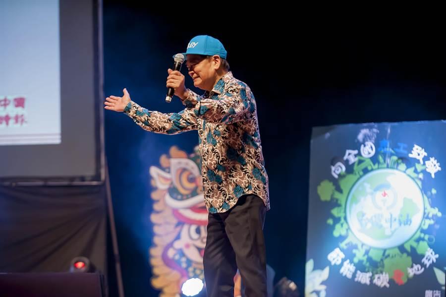 劉福助表演嘻哈風台語歌。(廖素慧攝)