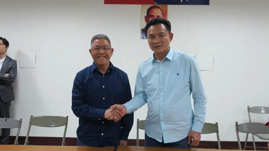 蕭景田(左起)、張錦昆在確認初選結果後,展現風度握手相互道賀、祝福。(謝瓊雲攝)