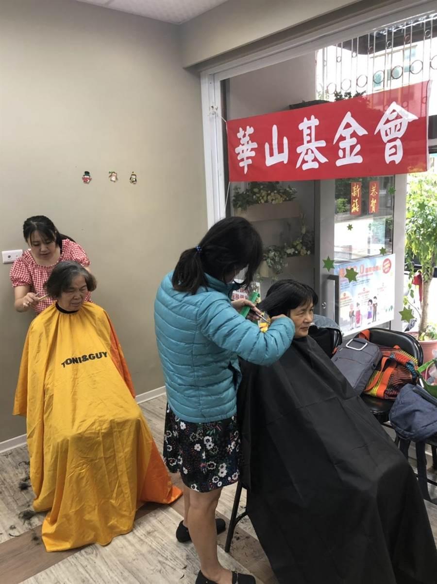 華山基金會中山1愛心天使站在地服務已滿11年,10日下午2點母親節前夕舉行感恩茶會。(華山基金會提供)