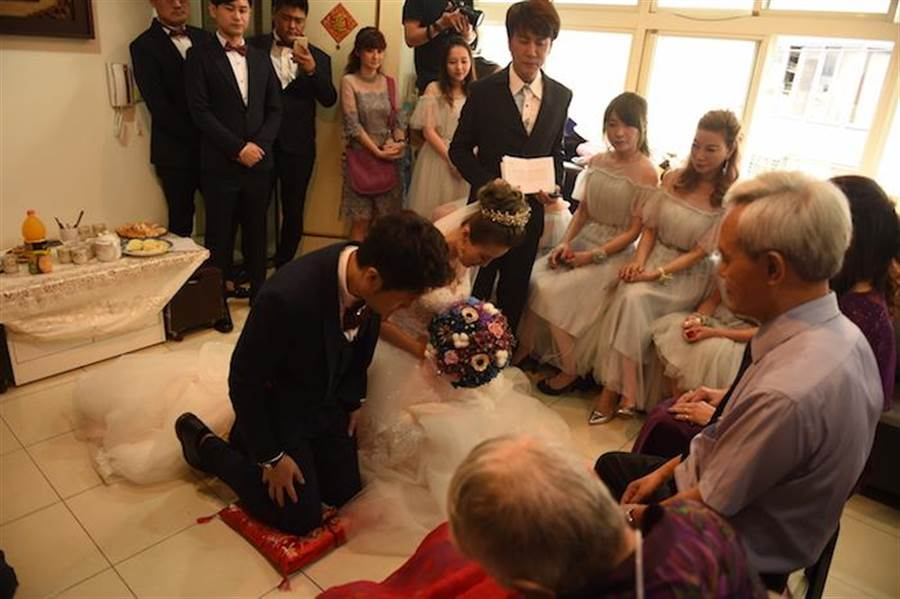 《甘味》女星步红毯 婚纱照拍3次原因曝光 - 中时电子报 Chinatimes.com -20190511002870
