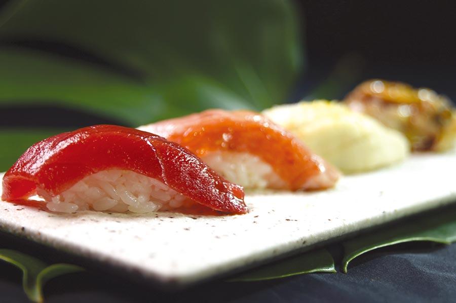 高明的日料職人在處理江戶前壽司時,會針對每一種海鮮食材的特性,以不同方式切割、熟成、醃漬與調味。圖/姚舜