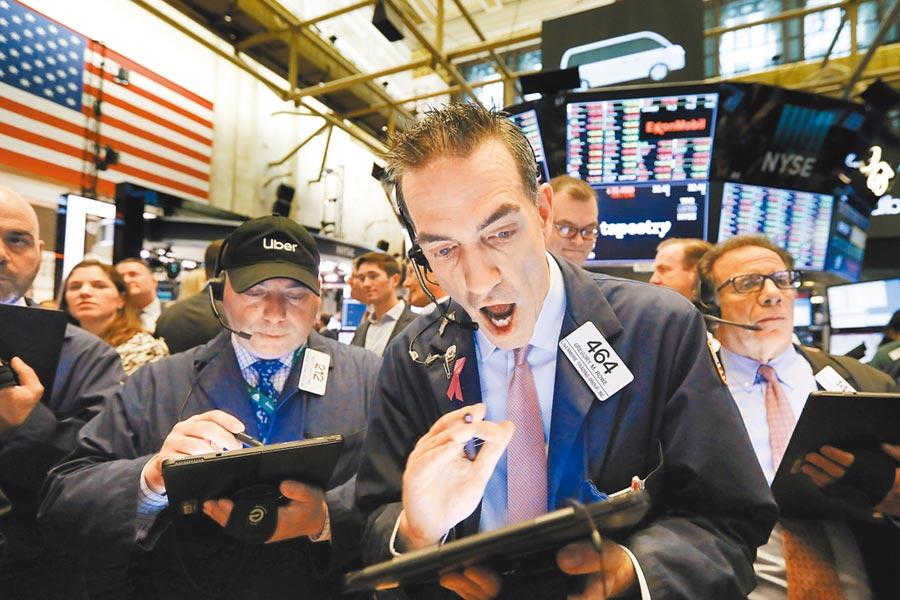 陸美貿易戰升溫,股市彌漫緊張氣氛,美股10日早盤大跌逾300點。(美聯社)