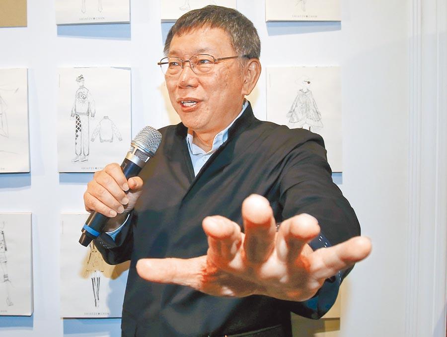 台北市長柯文哲10日受到大批媒體追問有關台北市長選舉無效訴訟問題,在宣判前僅淡淡對媒體表示「緊張什麼,一審都沒有意義啦」。(趙雙傑攝)