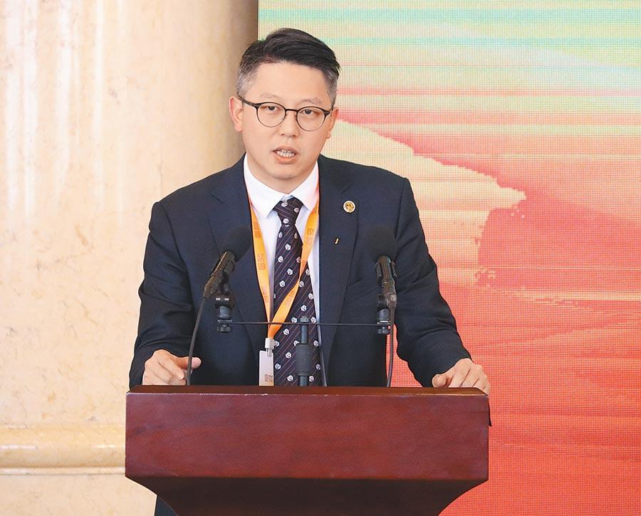 旺旺集團副董事長、旺旺中時媒體集團總裁蔡紹中在主題論壇上發言。(呂佳蓉攝)