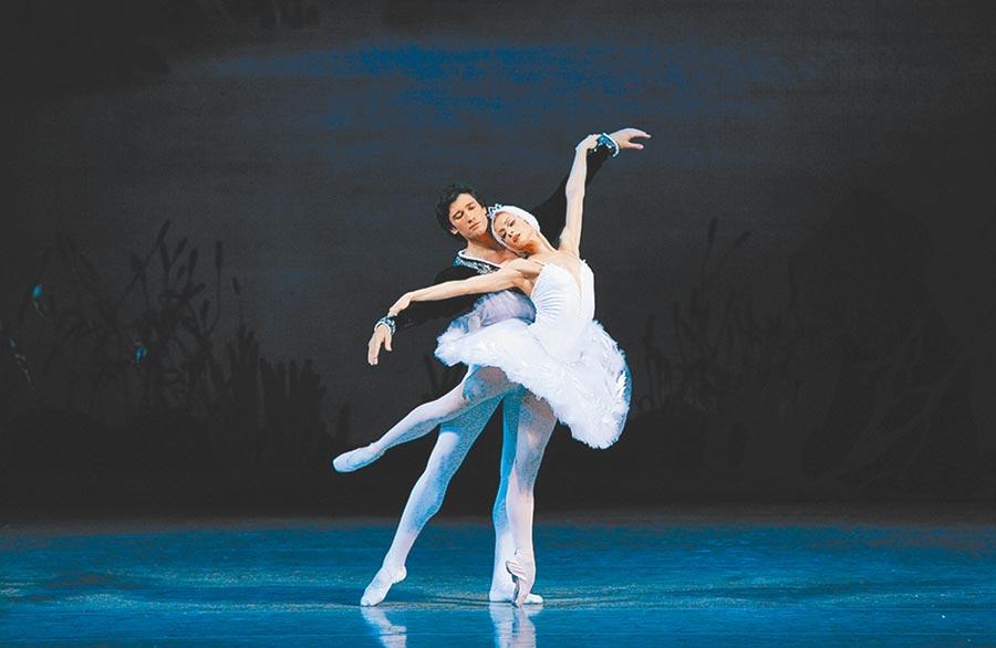 馬林斯基劇院芭蕾舞團編制齊全,能完整呈現全本《天鵝湖》。(牛耳藝術提供)