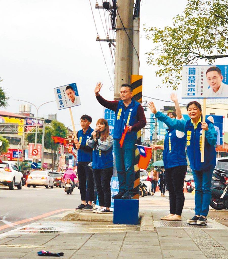 國民黨新北市第12選區立委初選參選人簡榮宗要替軍公教找回尊嚴。(葉書宏翻攝)