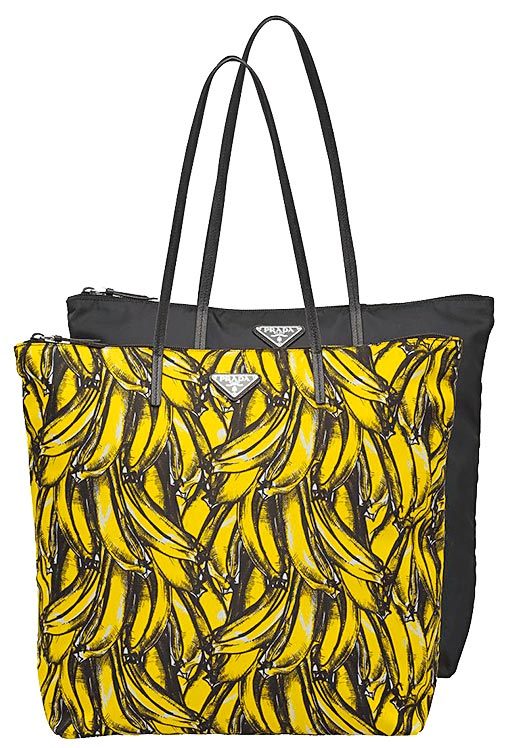 PRADA經典香蕉圖紋尼龍托特包組(一組2入),4萬6500元。(PRADA提供)