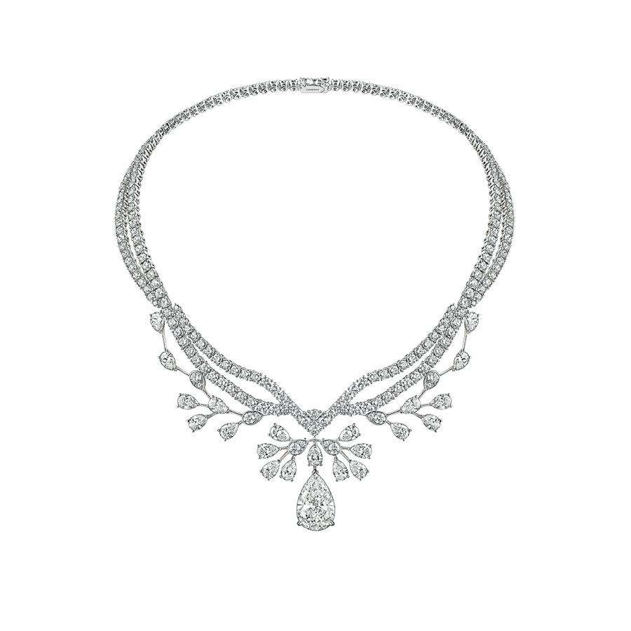 CHAUMET Josephine Aigrette Imperiale 18K白金項鍊,約7600萬元。(台中大遠百提供)