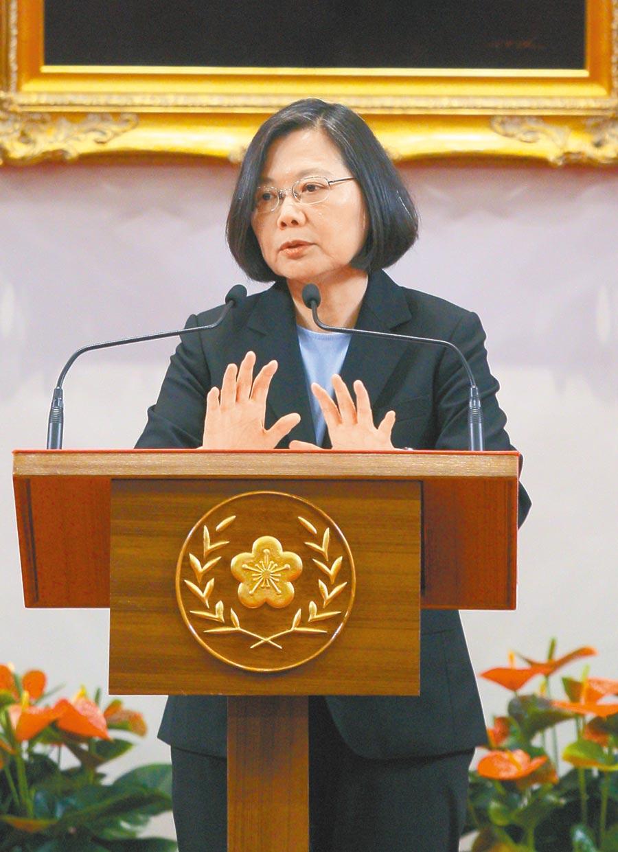 蔡英文總統10日在總統府大禮堂舉行「國安高層會議」會後記者會,說明中美貿易戰對台灣造成的衝擊。(本報系記者張鎧乙攝)