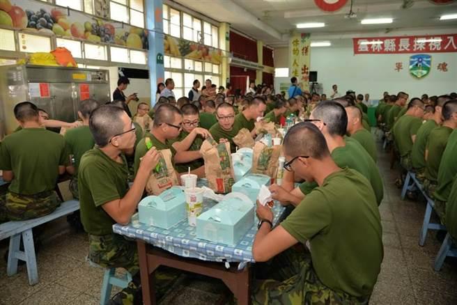 軍中伙食費為何這麼便宜?網曝原因