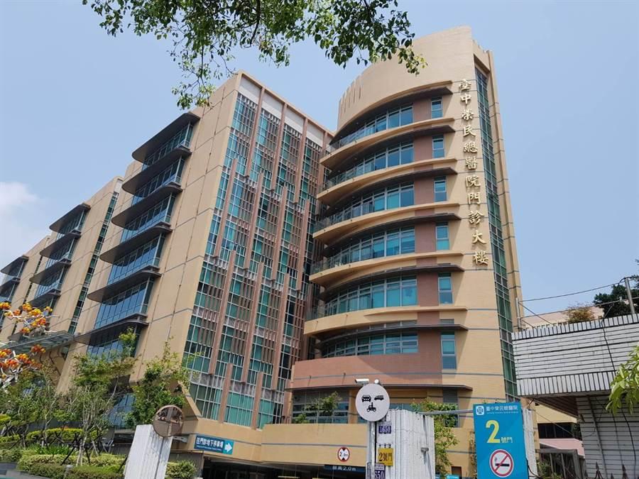台中榮總院內日前驚傳18人疥瘡群聚感染,包括14名護理師、4名患者,隔離後目前已完成治療。(張妍溱攝)
