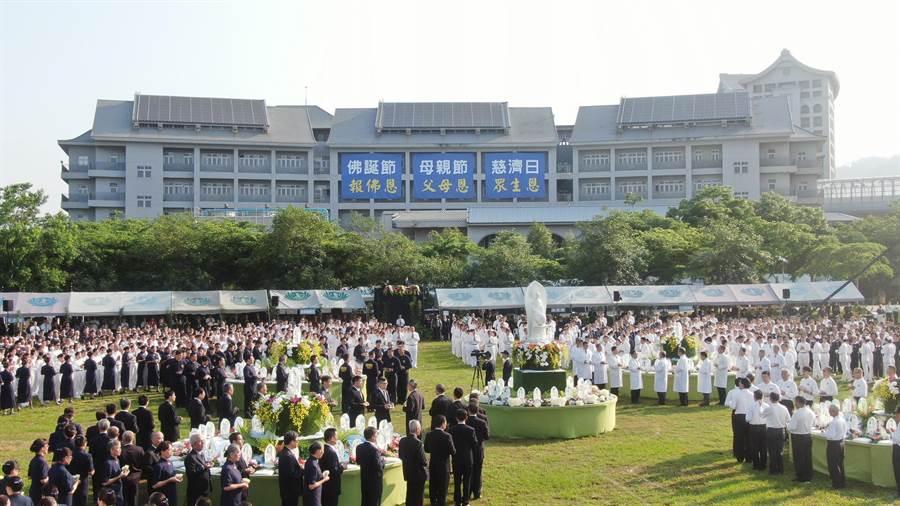社會各界共6000人參加浴佛大典。(陳淑娥翻攝)