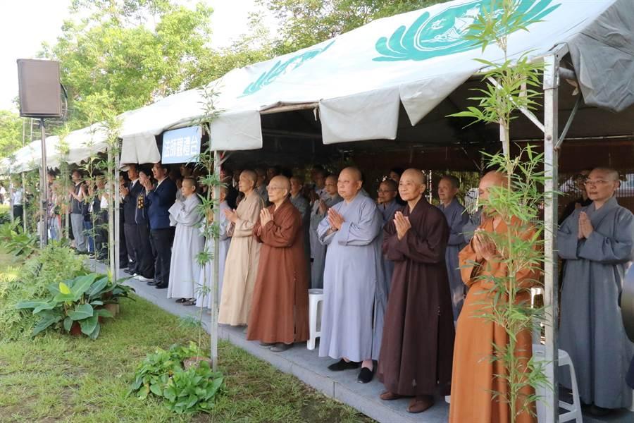 台中慈濟醫院12日舉行浴佛大典。(陳淑娥翻攝)