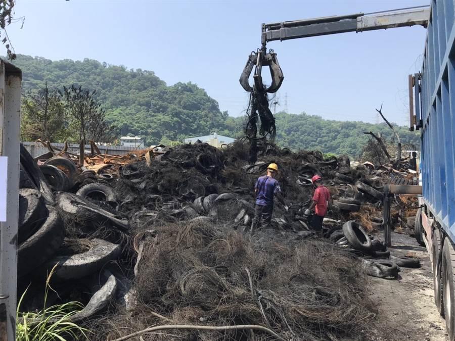 后里大火汙染環境,300噸廢輪胎已運至其他處理廠。(陳淑娥翻攝)