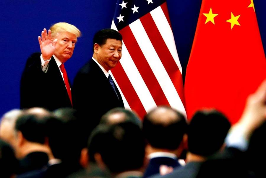 美國總統川普在中美貿易談判尾聲突變臉,外媒曝他的政治盤算已出現轉變。圖為川普2017年訪北京時與大陸國家主席習近平留下的合影。(圖/路透社)
