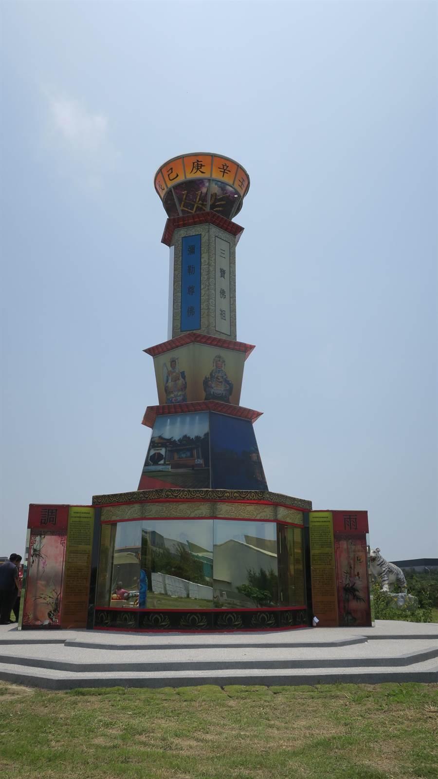 台灣玻璃館內的台灣通天柱。(謝瓊雲攝)