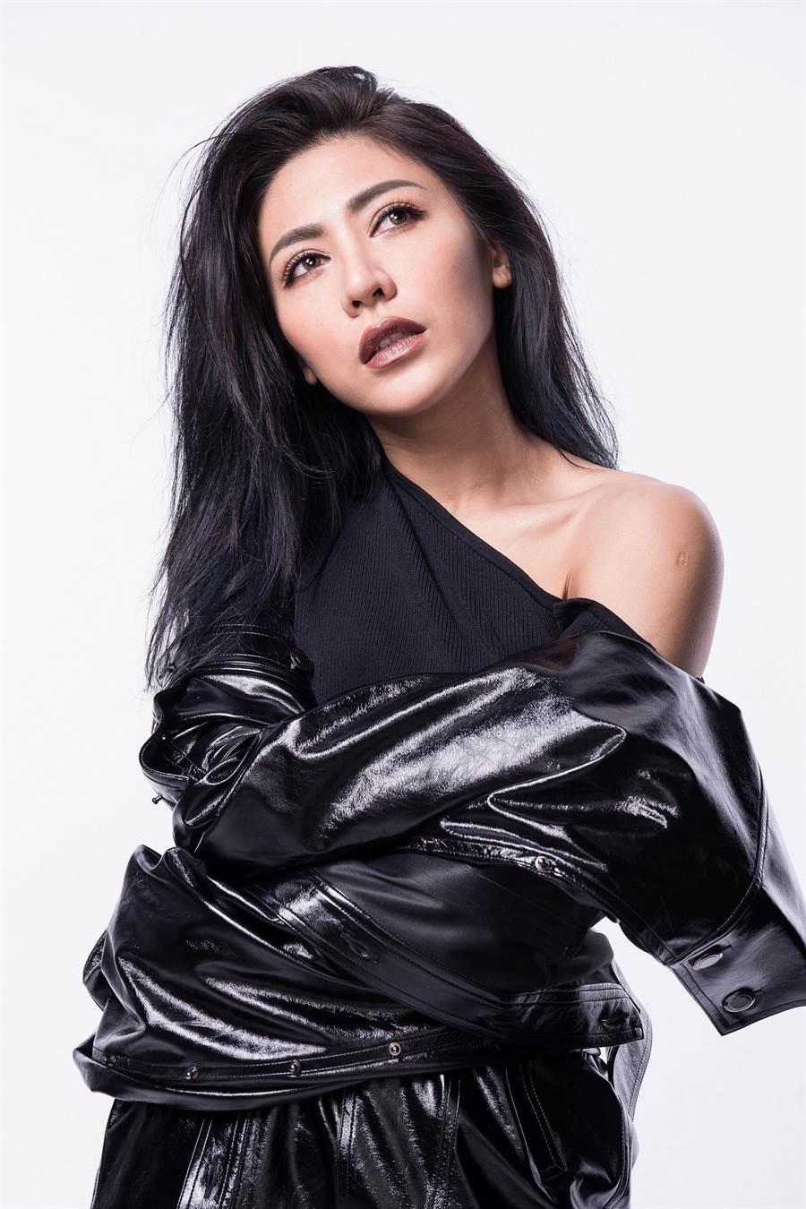 艾怡良以《垂直活著,水平留戀著》專輯獲十大專輯及十大單曲肯定。照片 EMI 提供