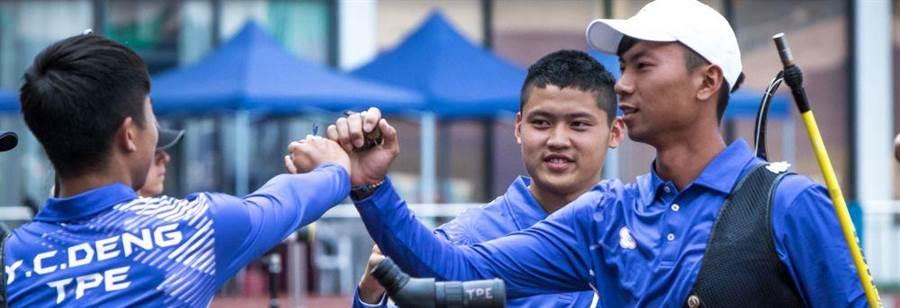湯智鈞(右二)在射箭世界盃上海站進帳2金。(資料照/取自World Archery官網)