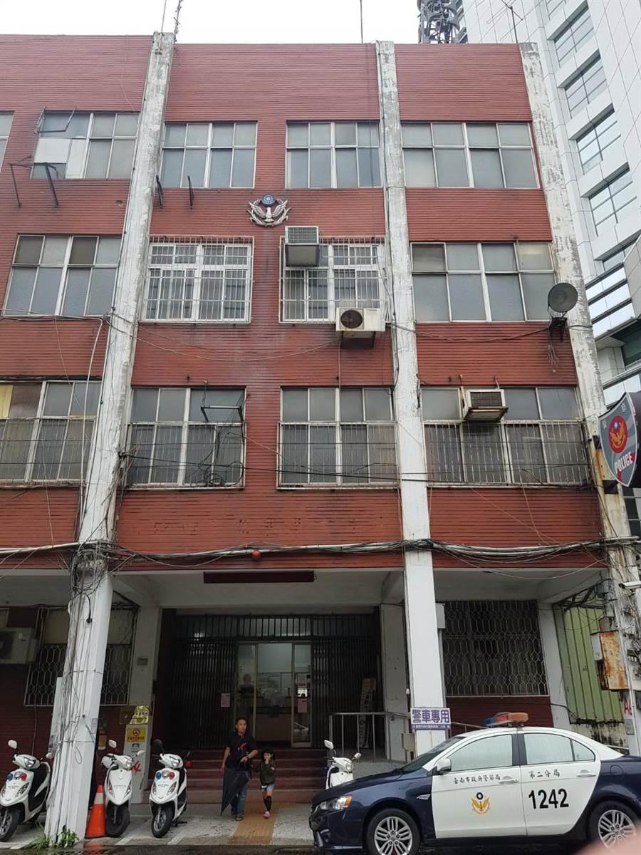 位在民生路上的海安所舊廳舍需要耐震補強,13日起暫時關閉。(程炳璋翻攝)