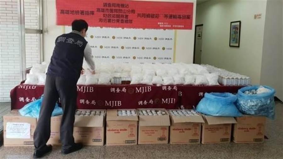 調查局1月查獲230公斤K他命夾藏於泰國知名痱子粉罐,數量龐大。(袁庭堯翻攝)