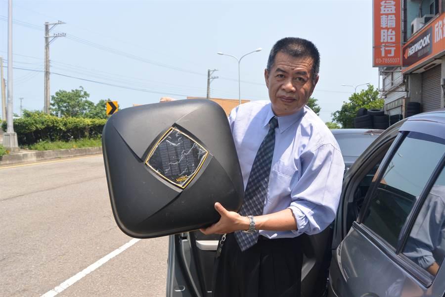 謝文苑發明的多功能汽車防護罩獲得第118屆法國巴黎雷平發明展1金1特別獎殊榮。(巫靜婷攝)