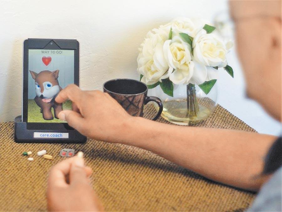 美國低收入孤獨老人借助虛擬寵物照護,可以紓壓及降低孤立感。(摘自care.coach)