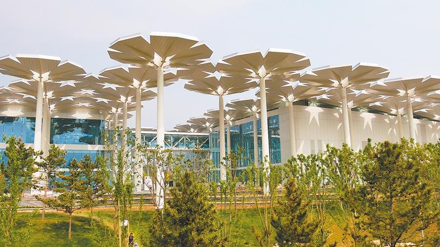 北京世園會「國際館」的外觀,其中梵蒂岡展區就位於館內2樓。(陳柏廷攝)