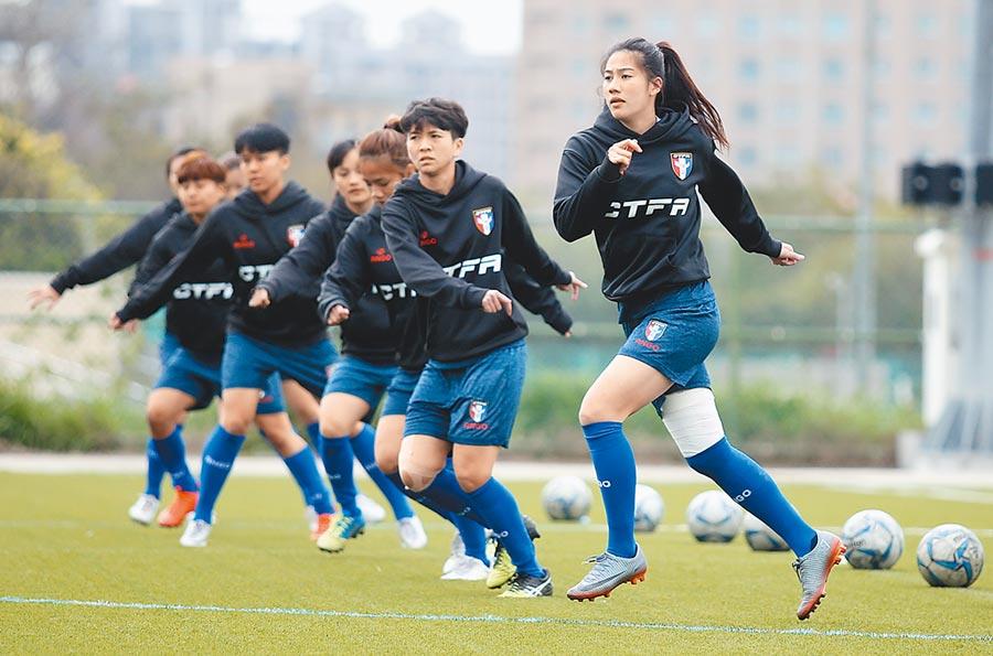 中華女足3月在竹北足球場集訓備戰奧運資格賽。(資料照片/李弘斌攝)