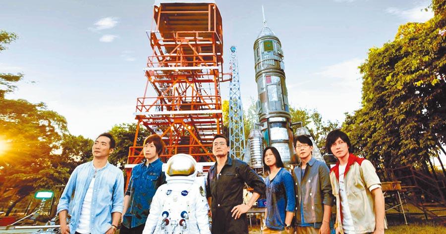 梁家辉曾为五月天MV跨刀演出。