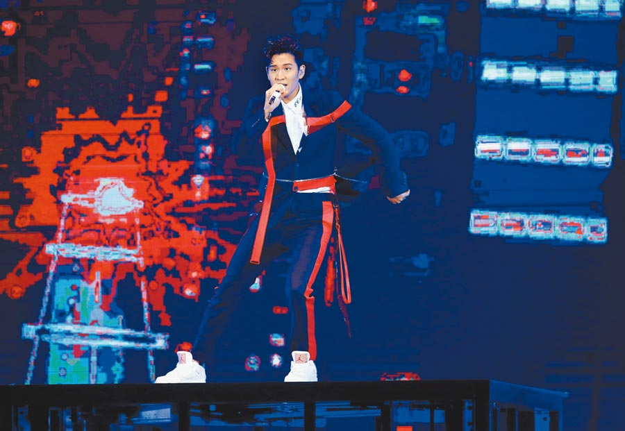 周興哲昨首度在台北小巨蛋開唱。(粘耿豪攝)
