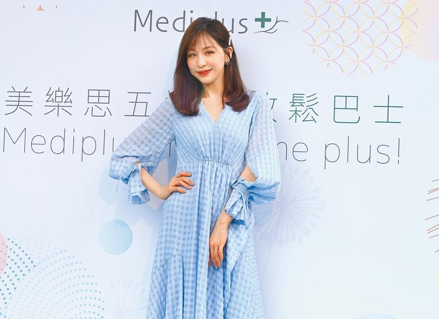 王心凌昨以一襲水藍色洋裝出席活動,擔任水潤大使。(粘耿豪攝)