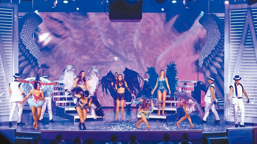 盛世公主號內的公主戲院每場歌舞秀都能免費欣賞。(張雅琪攝)