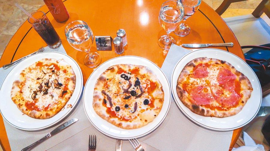 盛世公主號內免付費餐廳提供超大分量的義式薄片披薩。(張雅琪攝)