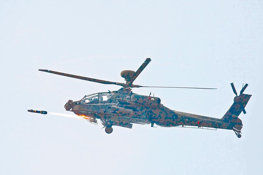 阿帕契直升機在台灣進行實彈射擊。(國防部提供)