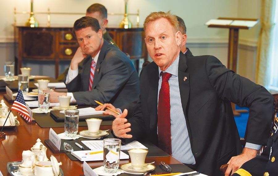2019年4月1日,美國國防部代理部長夏納翰在五角大廈內。(中新社)