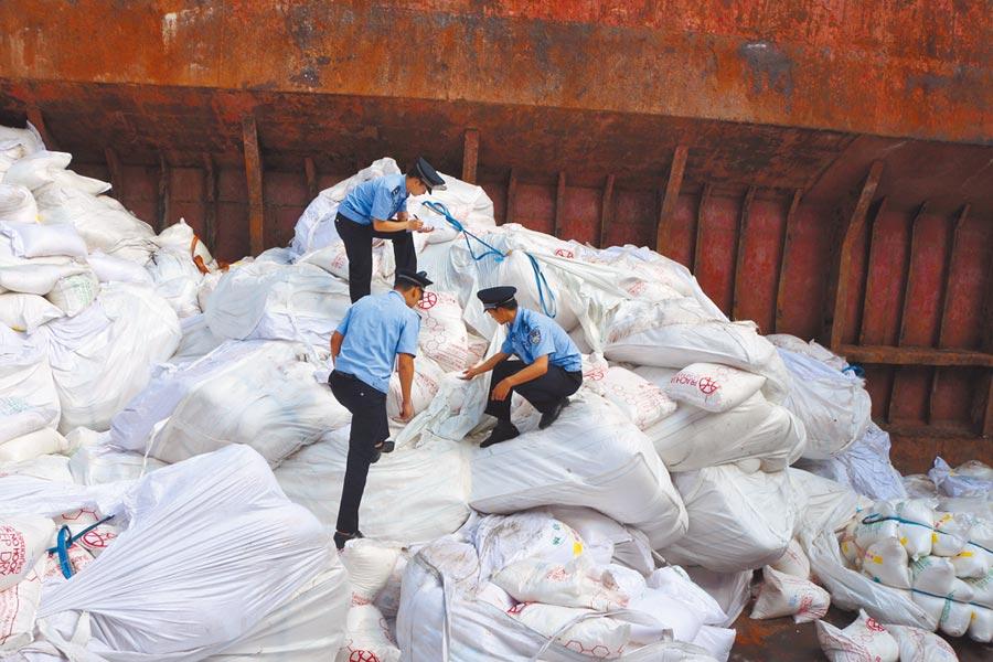 廣州海關重點打擊洋垃圾。(中新社)