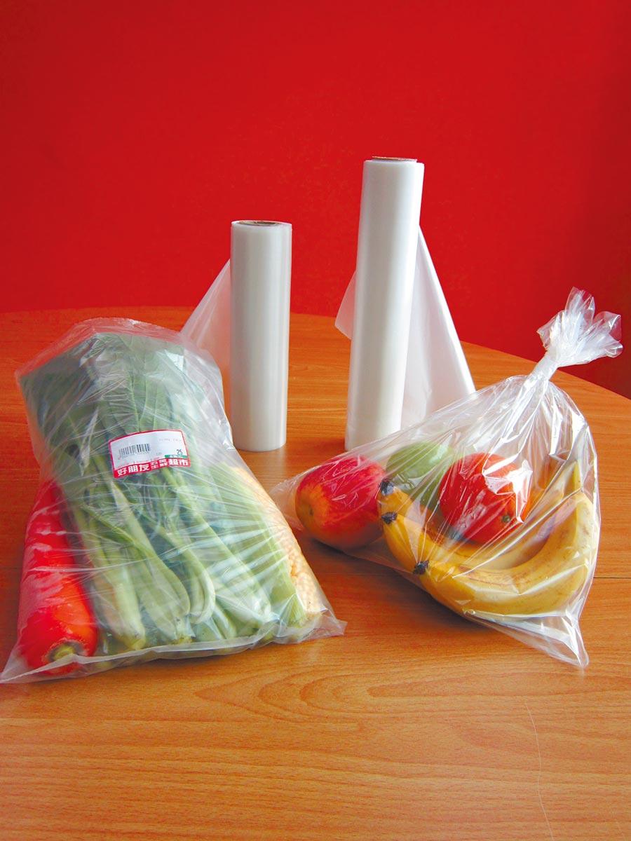 宏力生化的生物可分解塑膠原料製成的透明性軟性包裝袋。(宏力提供)