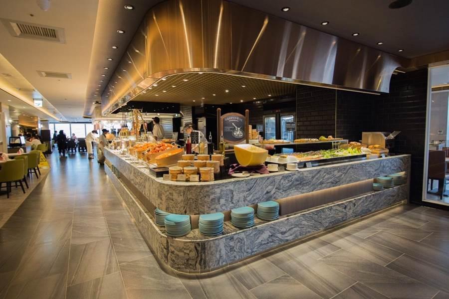 漢來美食旗下自助餐廳「漢來海港」3月起升級改裝台中廣三SOGO店,9日重新開幕迎賓,以嶄新面貌及升級版菜色重新迎賓,可望增添第二季營運成長動能。(圖/漢來美食)