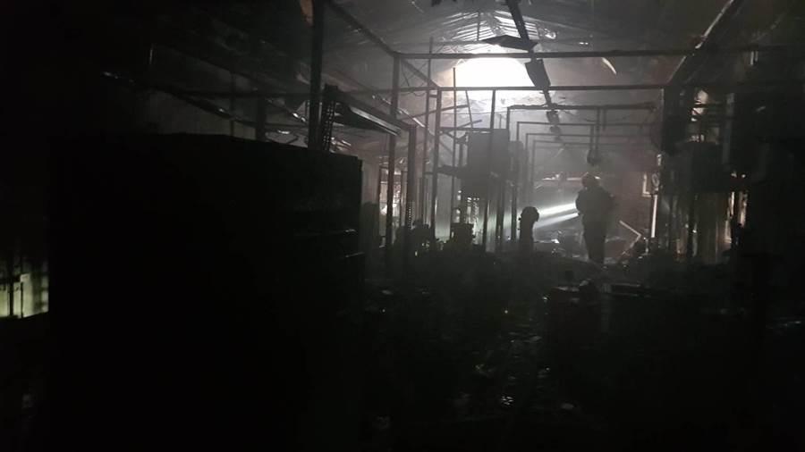 火勢迅速在半小時後控制並撲滅,詳細起火原因與財務損失仍待調查。(謝瓊雲翻攝)