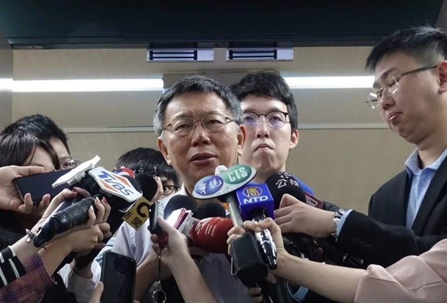 台北市長柯文哲今受訪,他認為總統最重要的是「避戰」。(吳堂靖攝)