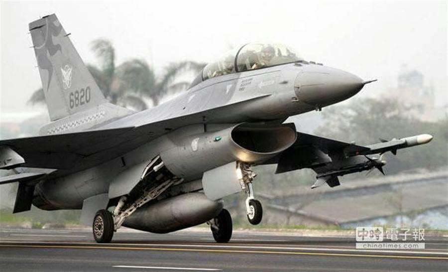 空軍F-16戰機升空。中時資料照