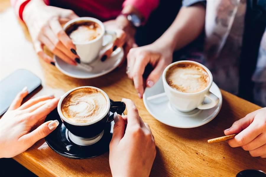 感冒吃甜食、飲料、咖啡因、粗纖維、辛辣食物,營養師曝恐怖後果。(達志)