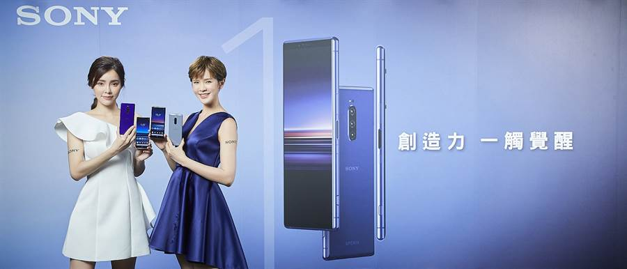 Xperia 1在台販售4G+4G雙卡雙待版,內建6G RAM128G ROM,盒內附透明保護套搭配PD充電器,建議售價為$30,990。(圖/Sony Mobile提供)