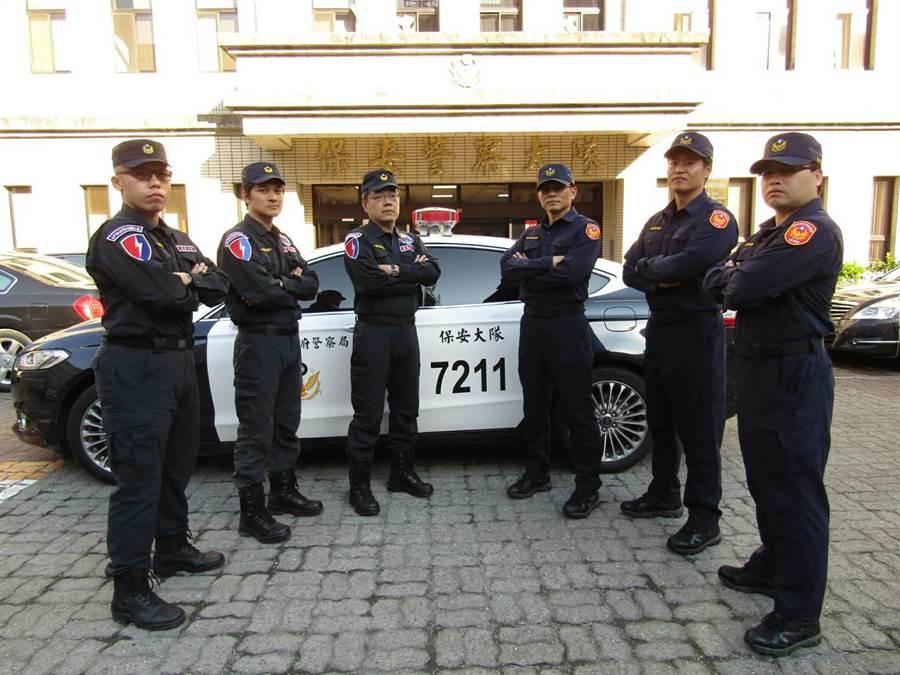 保安大隊藉由巡邏勤務線上破獲毒品案件,並結合刑事單位,打擊毒品不法情事。(張妍溱翻攝)