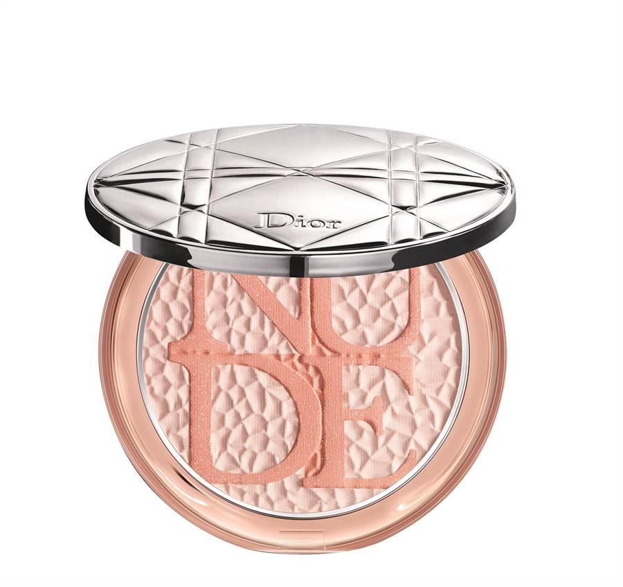 迪奧輕透光礦物蜜粉餅狂野盛夏限量版#001,2050元。(迪奧提供)