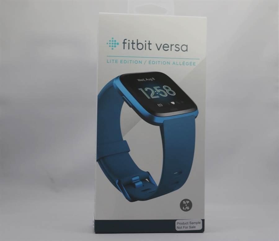 Fitbit Versa Lite蓝色款式盒身。