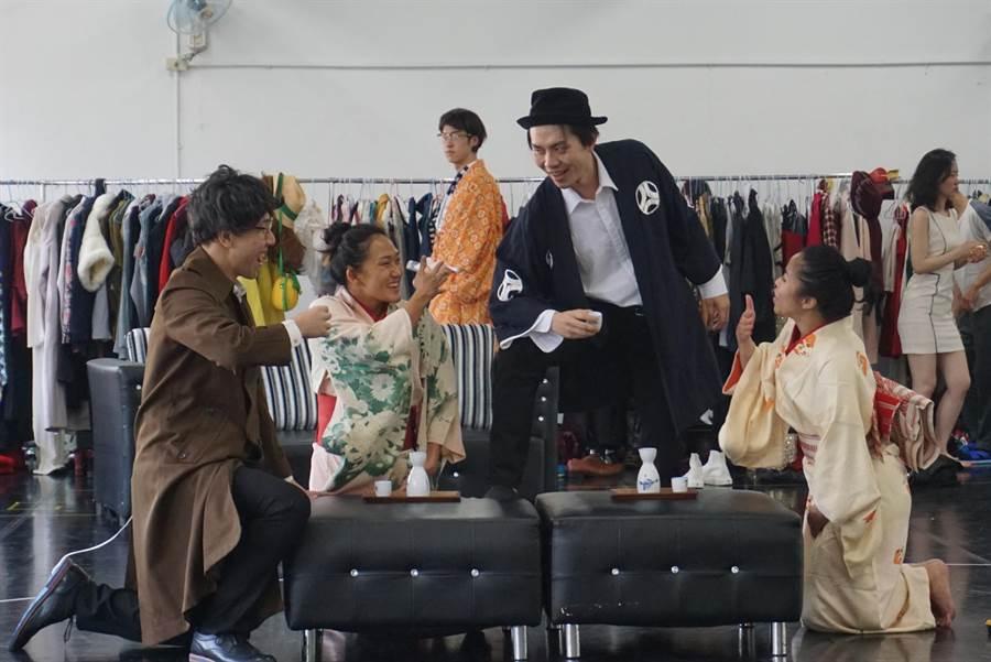 台南人劇團作品《K24》,總統大選等時事梗都入戲,一演6小時,考驗觀眾體力和演員耐力。(李欣恬攝)