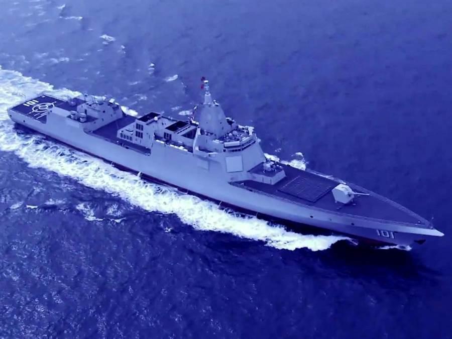 中共海軍055大型驅逐艦服役後,最大的問題是尚未有可適當匹配的反潛直升機。(圖/中共海軍)