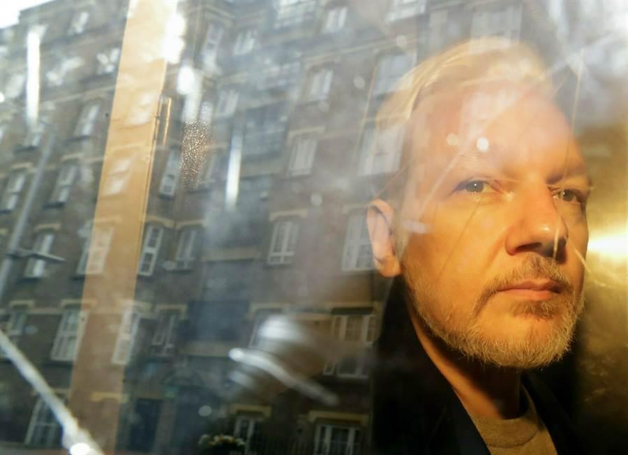 亞桑傑因違反假釋條例在英國服刑50週,現在瑞典和美國都想引渡他。(圖/美聯社)